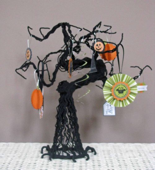 Halloween Tree Single